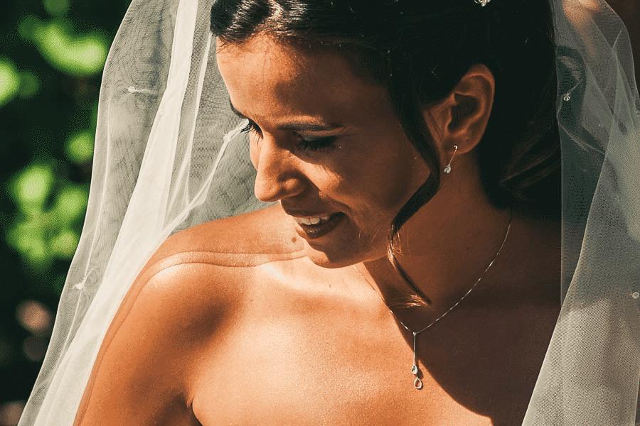 Une mariée lors d'un reportage de mariage romans sur isère.