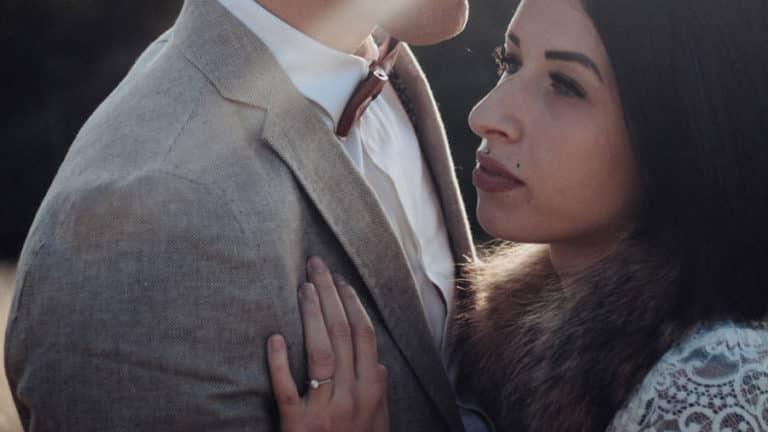Un couple de jeune marié prit par une photographe roman sur isère.