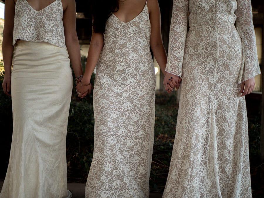 Trois robes de mariées prise en photo par une photographe à romans sur isère