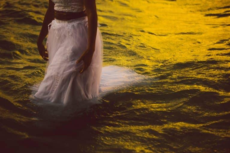 Photo d'un mariage trash the dress