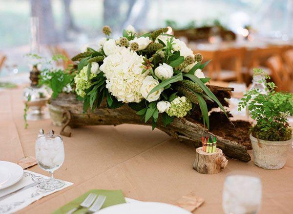 Une idée décoration pour filmer un mariage bois et fleurs.