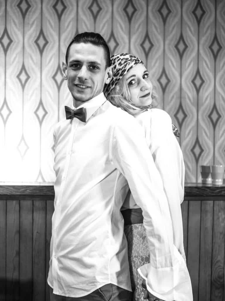 Nos modèles lors de ce shooting mariage années 70 où courir dans les pré ne pouvait pas se faire.