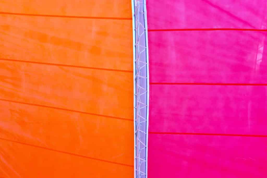 Quelle couleur associer avec du fuchsia pour un mariage ?